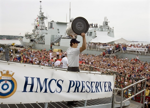 Pittsburgh Penguins captain Sidney Crosby displays the Stanley Cup on the Canadian navy supply ship HMCS Preserver after a flight on a Sea King helicopter in Halifax on Friday, Aug. 7, 2009. (Andrew Vaughan / THE CANADIAN PRESS)