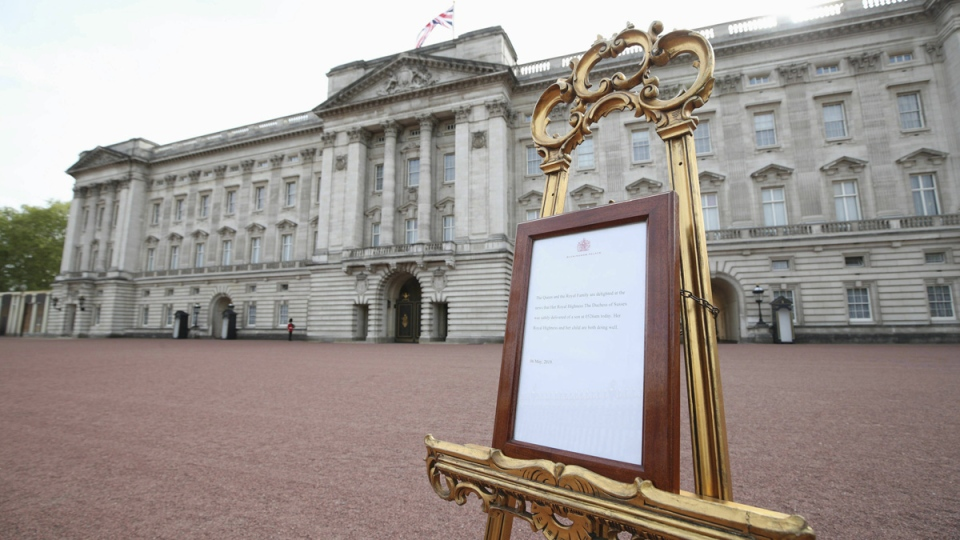 A notice placed on an easel in the forecourt of Buckingham Palace to formally announce the birth of a baby boy to Prince Harry and Meghan, the Duchess of Sussex, on May 6, 2019. (Yui Mok / Pool Photo via AP)