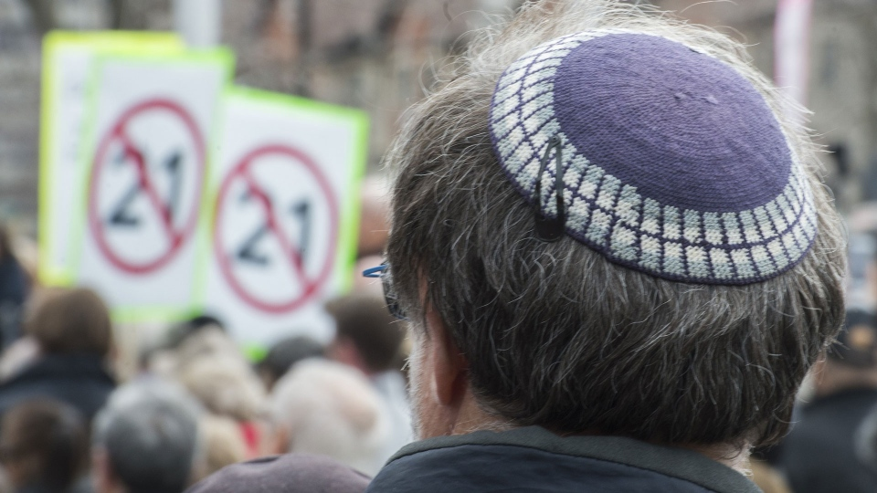 A man wears a yarmulke during a demonstration opposing the Quebec government's newly tabled Bill 21 in Montreal, Sunday, April 14, 2019. (THE CANADIAN PRESS / Graham Hughes)