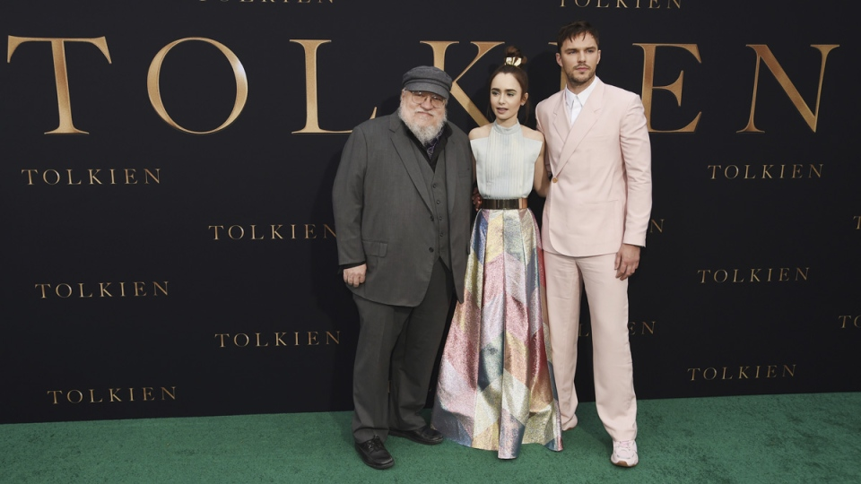 Author George R.R. Martin, left, poses with Lily Collins, centre, and Nicholas Hoult at the L.A. premiere of 'Tolkien' on May 8, 2019.  (Chris Pizzello / Invision / AP)