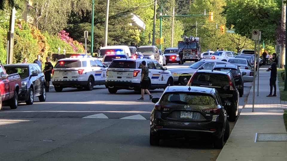 Police respond after a toddler was found in a hot car in Burnaby, B.C. on May 9, 2019. (Twitter/ahjayy)