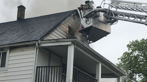 Fire rips through vacant building