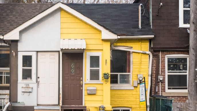 In an effort to stir up interest in a semi-detached bungalow in Toronto's east end, Arty Basinski of Real Estate by Bike wrote and produced his own rap song featuring the listing's top selling features. (Arty Basinski/Real Estate by Bike)