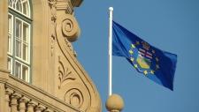Alberta legislature building and provincial flag (file)