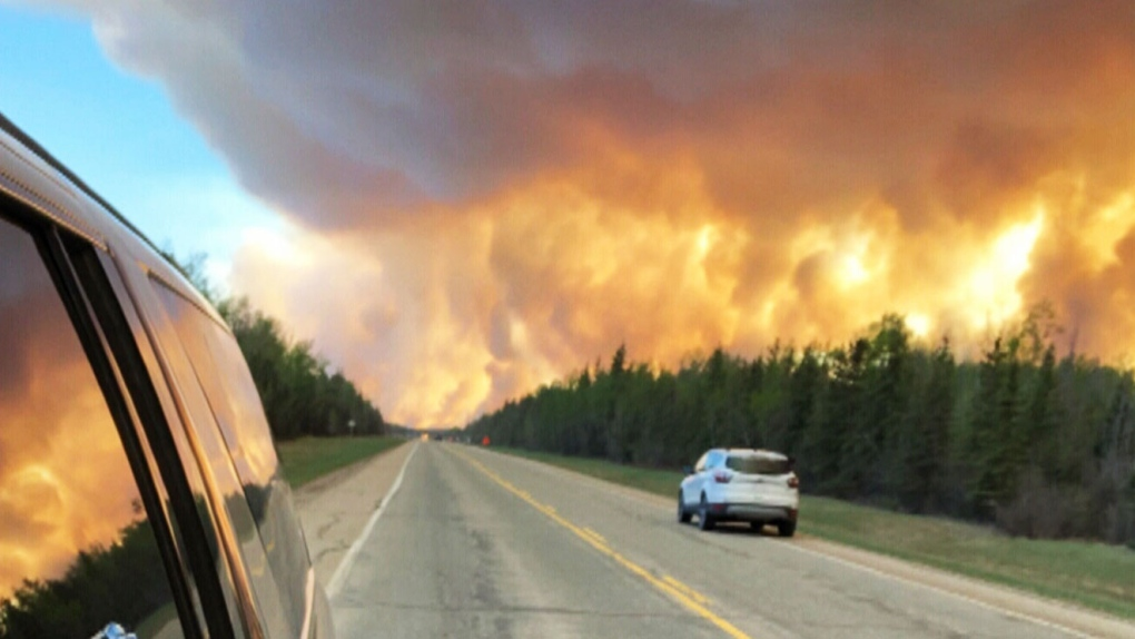 Wildfire continues to grow near High Level, Alta.