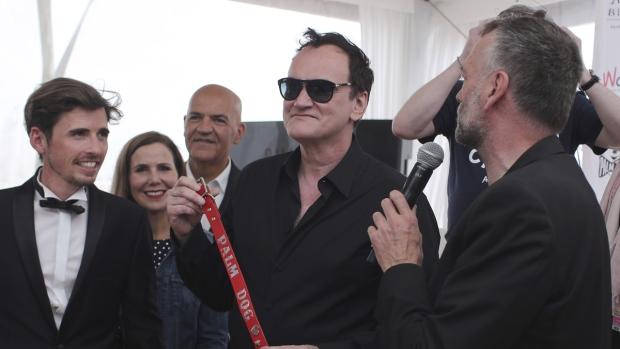 Tarantino with the Palm Dog collar award