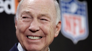 FILE - In this Feb. 2, 2011, file photo, NFL Hall of Fame quarterback Bart Starr smiles during an NFL football news conference in Dallas. (AP Photo/David J. Phillip, File)