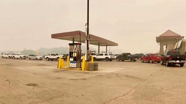 Lineups for gas in Slave Lake on May 30, 2019. (CREDIT: TAMMY-LEA ROXANNA SOUND)