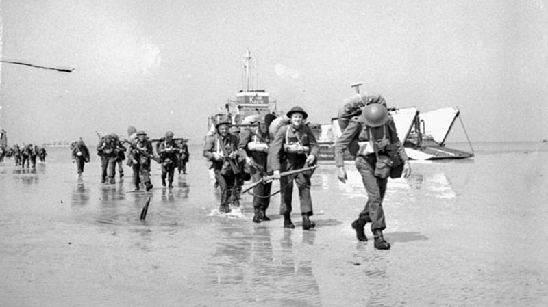 Unidentified Canadian soldiers landing on Juno Beach, Courseulles-sur-Mer, France, 6 June 1944. (Credit: Lieut. Ken Bell / Canada. Dept. of National Defence / Library and Archives Canada / PA-132655)