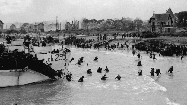 Queen and world leaders join veterans to mark 75 years since D-Day