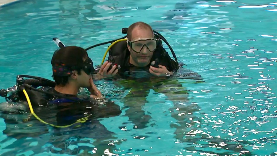 Blind student Jason Mitschele (right) and scuba diving instructor Nerlind Sheshi. (Ted Brooks/CTV News Toronto)