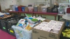 Volunteers help feed hungry kids