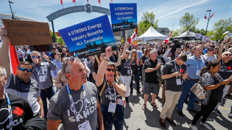 "Pro-pipeline supporters rally at what organizers call the ""largest oil and gas rally in Canadian history"" in Calgary, Alta., Tuesday, June 11, 2019. (THE CANADIAN PRESS/Jeff McIntosh)"