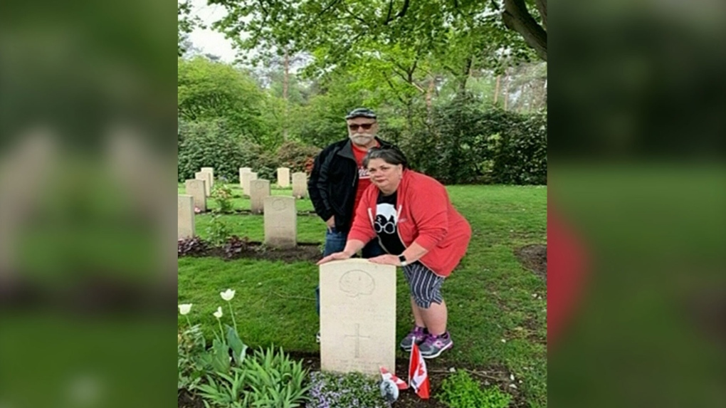 Ont. couple uses free trip to Europe to pay tribute to fallen soldiers
