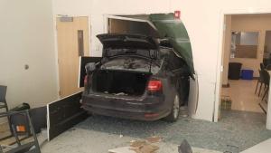 Car rams into building in Ste-Marthe-sur-le-Lac