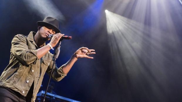 Ne-Yo performs in 2018