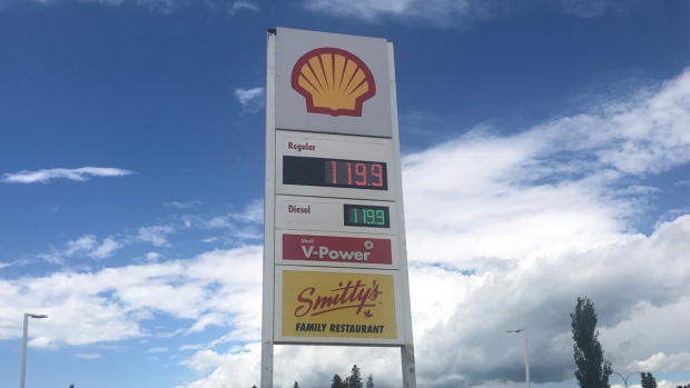 Unchanged gas prices in Alberta town after carbon tax repeal