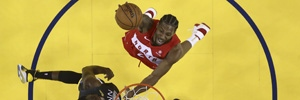 Kawhi Leonard shoots against Golden State