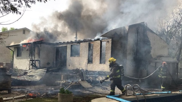 Firefighter hurt in Saturday morning blaze