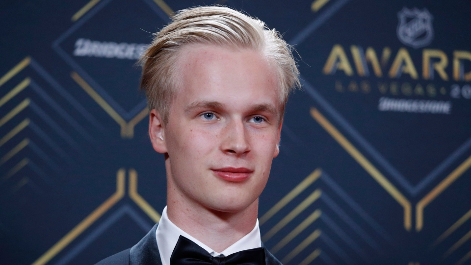 Vancouver Canucks' Elias Pettersson poses on the red carpet before the NHL Awards, Wednesday, June 19, 2019, in Las Vegas. (AP Photo/John Locher)