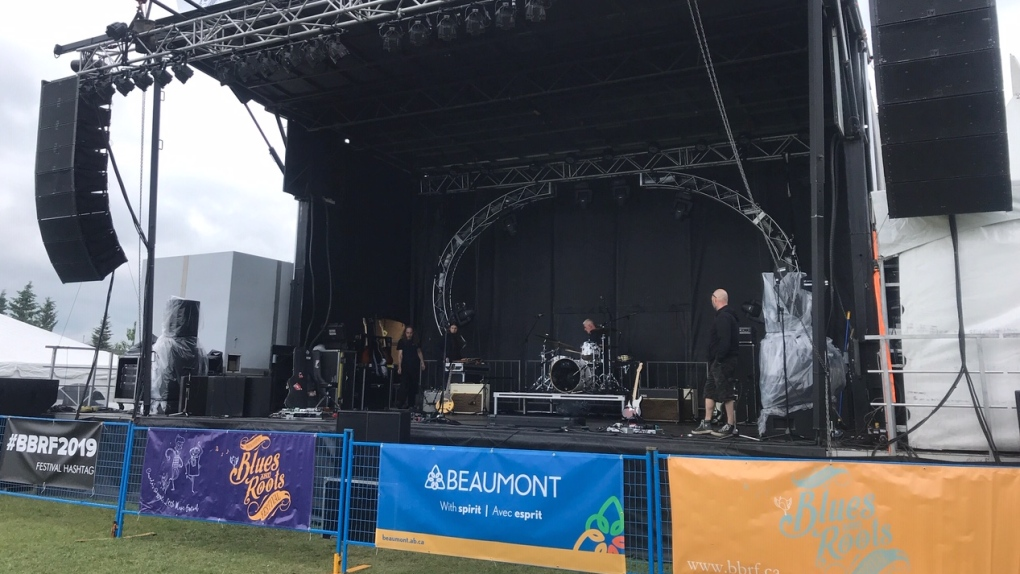 Rain won't take the shine off Beaumont Blues and Roots Festival