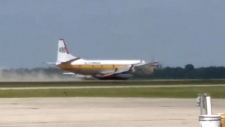 Emergency plane landing caught on camera