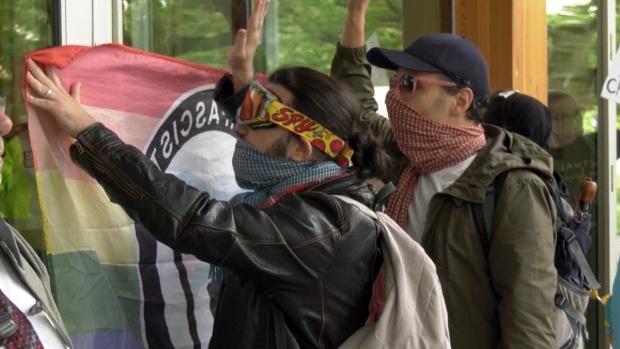 Protesters at Jenn Smith talk