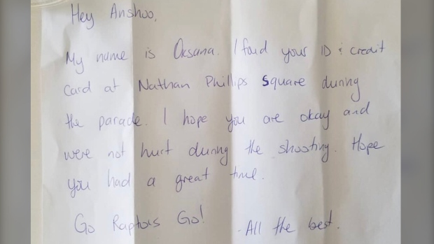 People took to Twitter to share their own stories of kindness from strangers, after a woman lost her belongings during the Toronto Raptors victory parade but had them returned with a heartwarming note. (Anshoo Kamal and Sarbjit Kaur/Twitter)