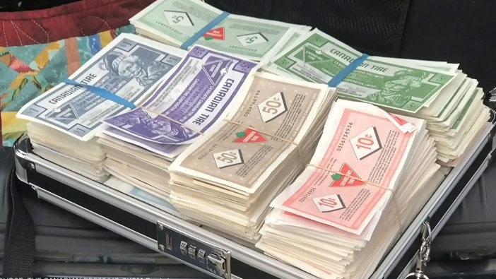 Saskatoon man buys canoe with briefcase full of Canadian Tire money