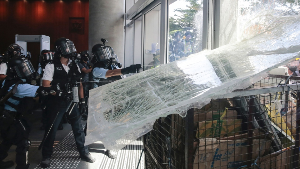 Police, protesters clash in Hong Kong