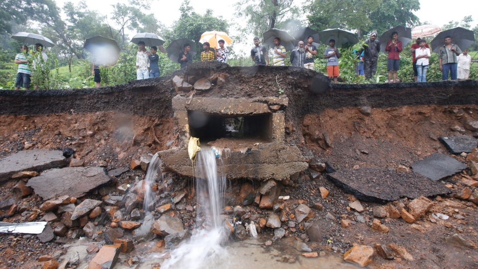 india wall collapse