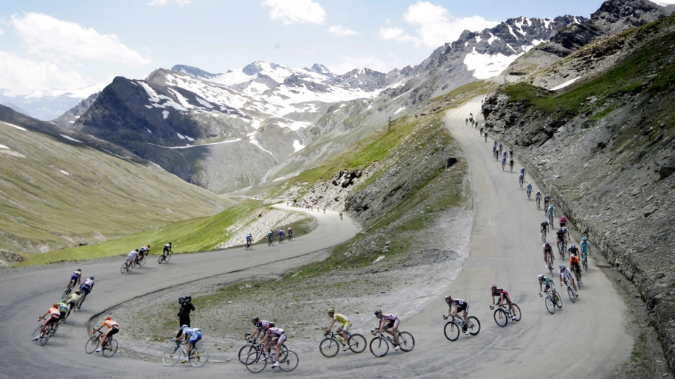 The pack speeds down the Iseran pass, during the 9th stage of the 94th Tour de France, on July 17, 2007. (Bas Czerwinski / AP)