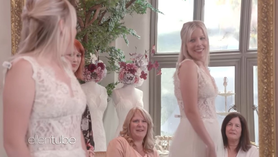Bride-to-be Sarah Knickle tries on wedding dresses while her sister and mother watch on. (The Ellen Show/YouTube)