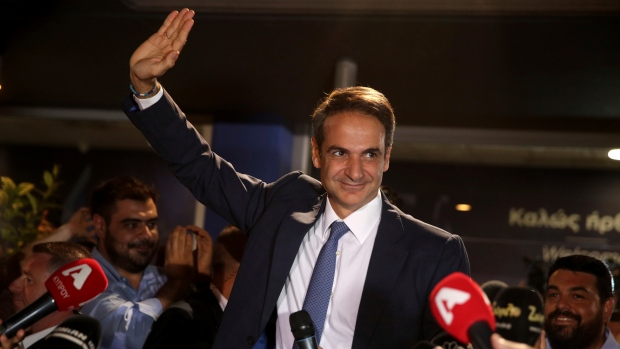 Tsipras hands over power to Mitsotakis