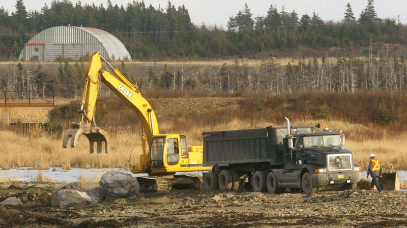 Workers repair the road leading to the Donkin coal mine in Donkin, N.S., on Monday Dec. 13, 2004.  (THE CANADIAN PRESS/Andrew Vaughan)