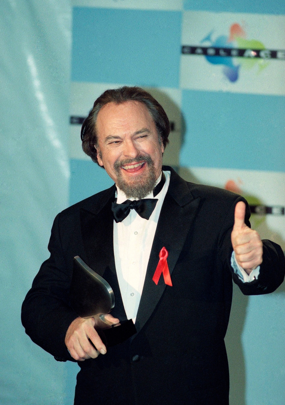 "FILE - In this Jan. 15, 1995, file photo, actor Rip Torn gives a thumbs-up to photographers after winning for Best Actor in a Comedy Series for HBO's ""The Larry Sanders Show,"" at the 16th annual CableACE Awards ceremony, in Los Angeles. (AP Photo/Michael Caulfield, File)"