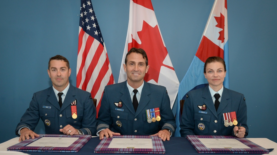 From left to right: Major Andrew Lunn, Colonel Mark Roberts, and Major Brenda Tinsley at change of command ceremony at 22 Wing/CFB North Bay on July 8, 2019. (Photo credit: Corporal Robert Ouellette, 22 Wing Imagery Technician.)