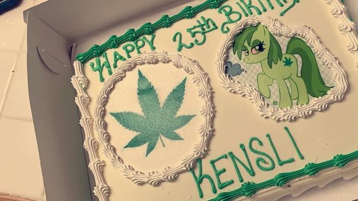 Kensli Davis wanted a 'Moana' movie cake for her birthday, but got a marijuana design instead. (Kensli Davis/Facebook)
