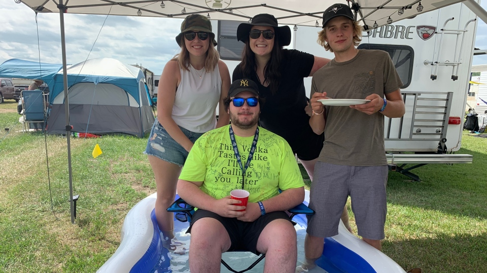 Country Thunder festival goers are preparing for a hot weekend in the valley as temperatures are expected to eclipse 30 degrees.