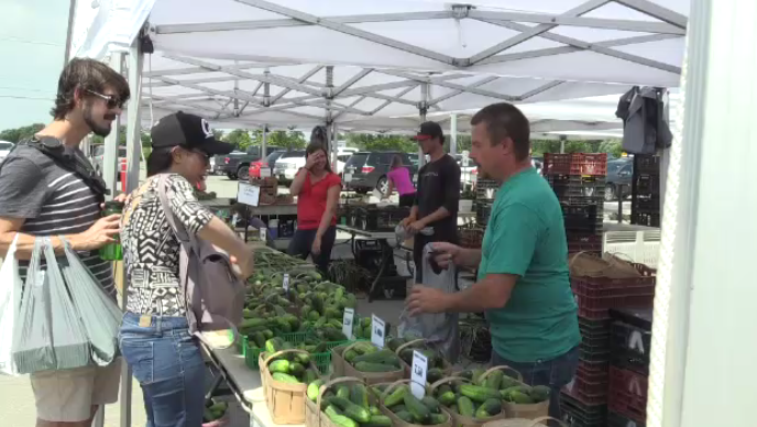 Customers shop for produce at the St. Jacobs Farmers' Market. (July 13, 2019)