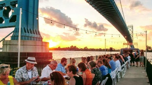 Windsoreats' dinner on a pier