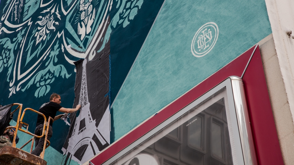 Obama 'Hope' poster artist to unveil 20-storey mural in Vancouver