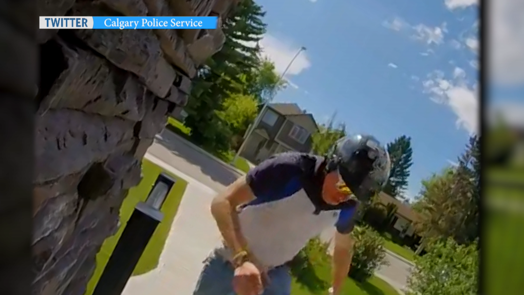 Calgary police post video of porch pirate