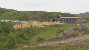 Park goers in Signal Hill, N.L. want to remove a new fence, which Parks Canada says it put up to only allow paying guests to be able to see plays and historical reenactments in a nearby field. (NTV News)