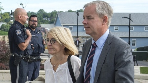 Dennis Oland and his wife Lisa arrive at the Law Courts in Saint John, N.B., on July 19, 2019. (Andrew Vaughan / THE CANADIAN PRESS)