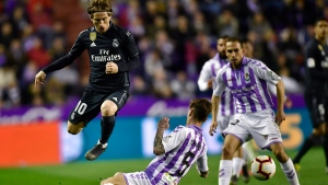 Real Madrid's Luka Modric duels for the ball with Real Valladolid's Luismi Sanchez during the Spanish La Liga soccer match between Real Madrid and Valladolid FC at Jose Zorrila New stadium in Valladolid, northern Spain, Sunday, March 10, 2019. (AP Photo/Alvaro Barrientos)