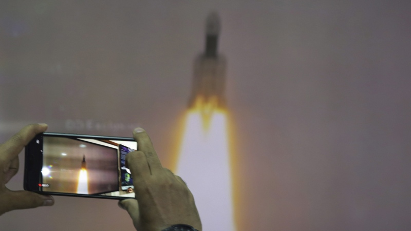 India launches moon mission a week after it was aborted