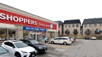 The parking lot outside of a pharmacy located in Richmond Hill near Bayview and 16th avenues is seen. (Google Maps)