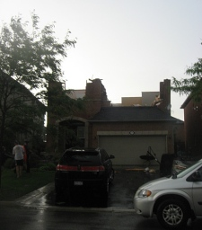 This home on Haymer Drive in Maple lost its entire roof on Thursday, Aug. 20, 2009. (Kelly Levesque for CTV News)
