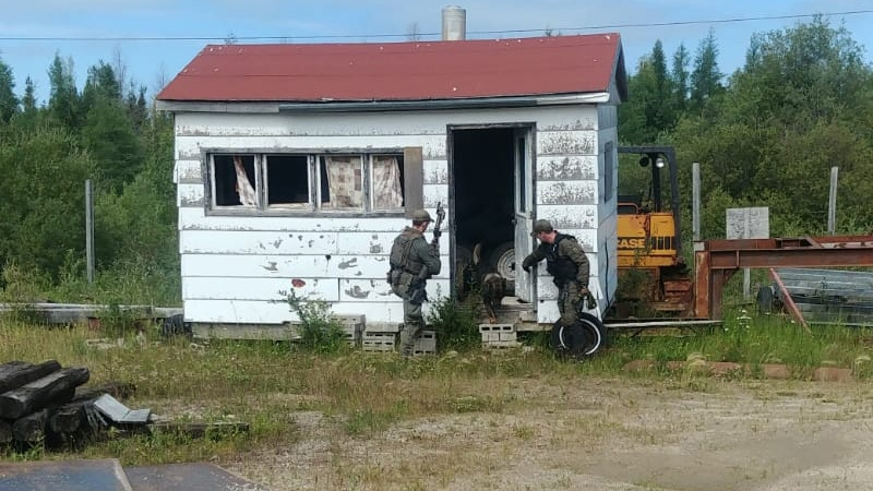 RCMP officers search for alleged triple-killers Kam McLeod and Bryer Schmegelsky in the Gillam, Man. area. (RCMP Manitoba / Twitter)